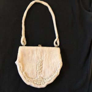 Richere vintage off white seed pearl bag
